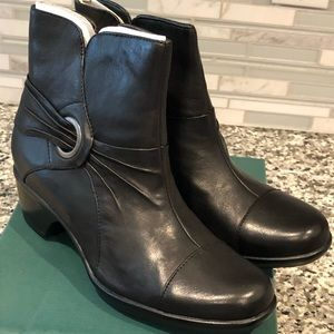 New Clarks Rosabelle Leather Black Ankle Boots